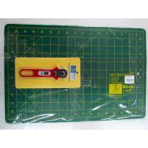 Cutting Mat & 28mm Rotary Cutter